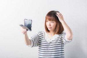 分け目の薄い女性の考えられる4つの原因・髪型