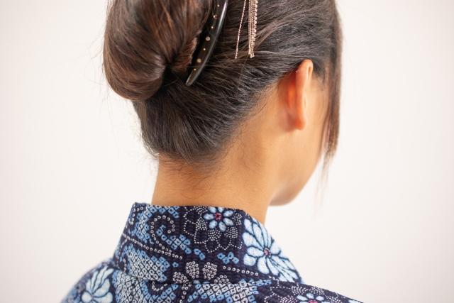 【30代編】薄毛の女性におすすめしたい髪型・頭頂部で髪をまとめる