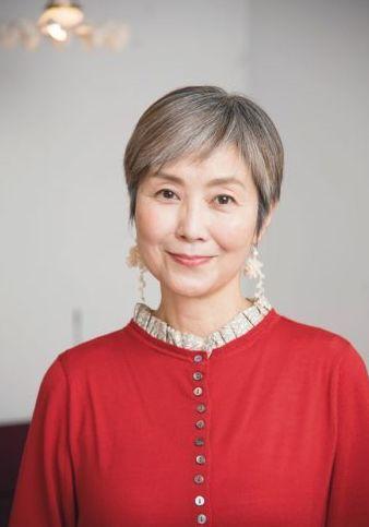 手塚理美さんの現在【髪型】・ベリーショート(グレイヘア移行中)